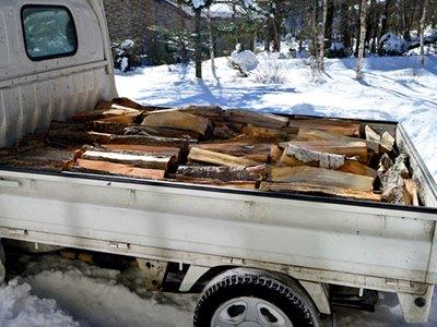 冬・薪の配達の画像